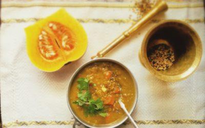 Soupe dahl à la courge musquée et panch phoran